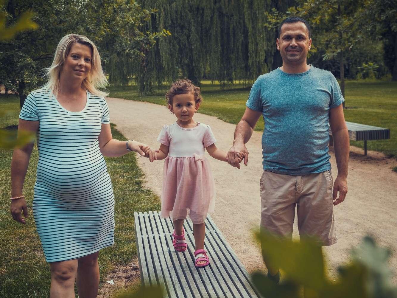 Focení šťastné rodinky v parku, příroda