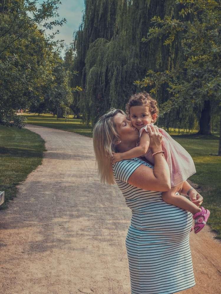 Focení maminky s dětmi v přírodě, exteriéru